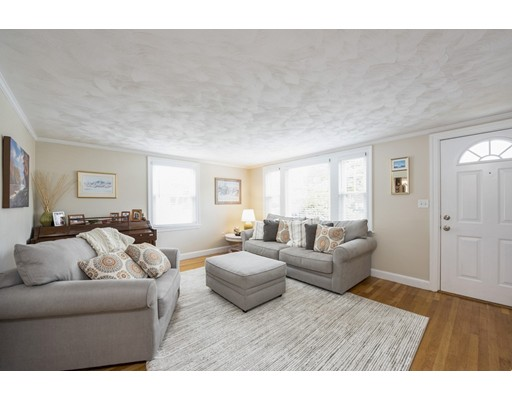 Picture 9 of 148 Lexington St  Newton Ma 3 Bedroom Single Family