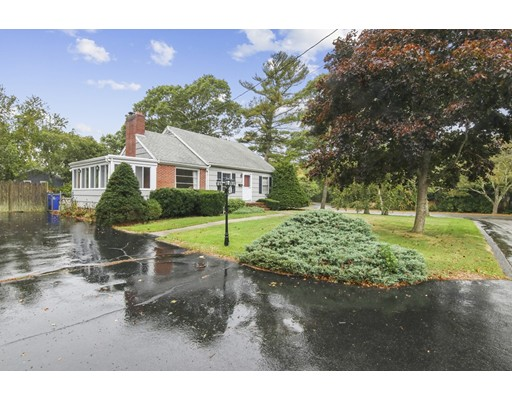 1 Colonial Rd, Bourne, MA 02532