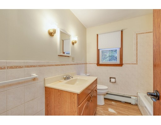Picture 9 of 63 Cinderella Cir  Dracut Ma 3 Bedroom Single Family