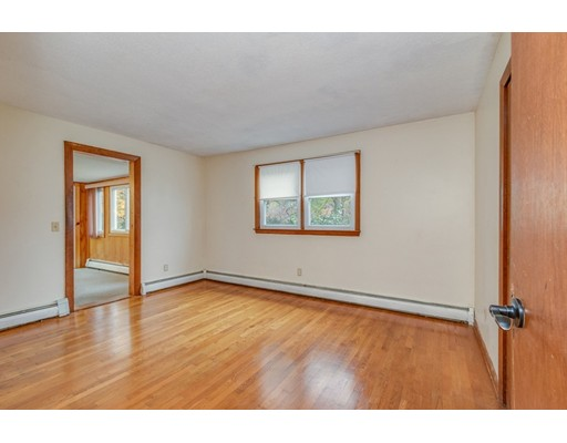 Picture 11 of 63 Cinderella Cir  Dracut Ma 3 Bedroom Single Family