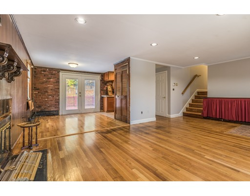 Picture 7 of 6 Irving St  Stoneham Ma 4 Bedroom Single Family