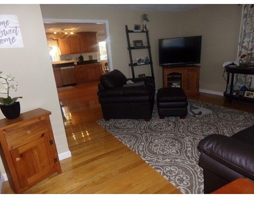 Picture 4 of 55-R Melvin St  Wakefield Ma 2 Bedroom Single Family