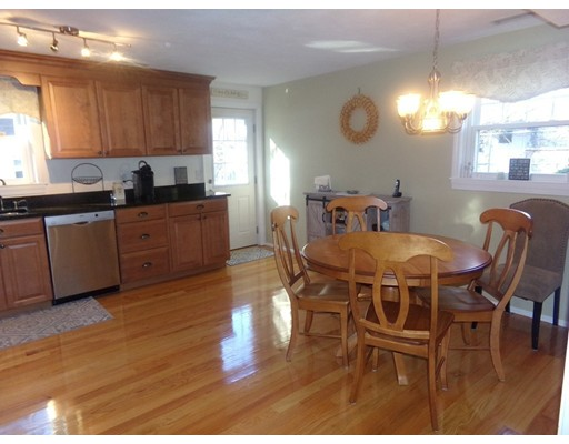 Picture 6 of 55-R Melvin St  Wakefield Ma 2 Bedroom Single Family
