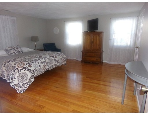 Picture 10 of 55-R Melvin St  Wakefield Ma 2 Bedroom Single Family