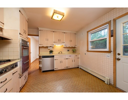 Picture 10 of 76 Midland Dr  Waltham Ma 3 Bedroom Single Family
