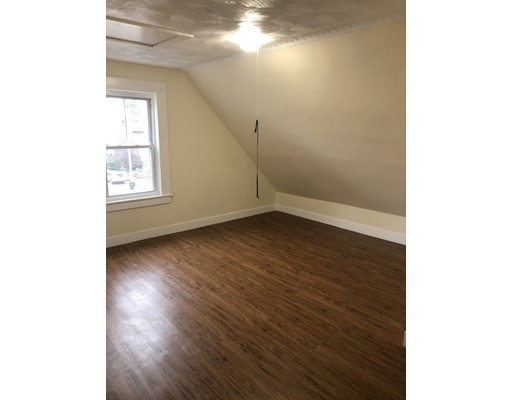 Picture 4 of 60 Linden St Unit 2 Salem Ma 3 Bedroom Rental