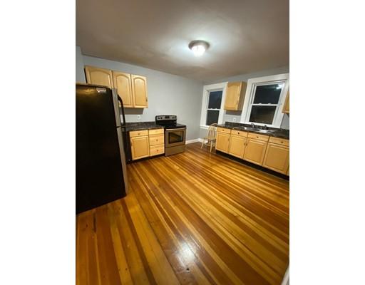 Picture 2 of 29 Hanson St Unit 2 Salem Ma 5 Bedroom Rental