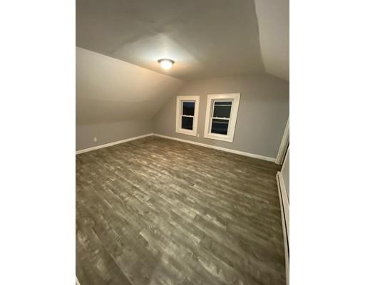 Picture 3 of 29 Hanson St Unit 2 Salem Ma 5 Bedroom Rental