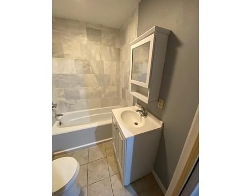 Picture 7 of 29 Hanson St Unit 2 Salem Ma 5 Bedroom Rental