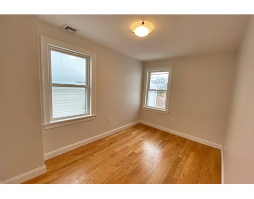 Picture 2 of 33 Upham St Unit 33-3 Salem Ma 4 Bedroom Rental