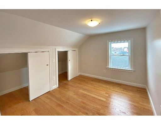Picture 3 of 33 Upham St Unit 33-3 Salem Ma 4 Bedroom Rental