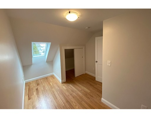 Picture 5 of 33 Upham St Unit 33-3 Salem Ma 4 Bedroom Rental