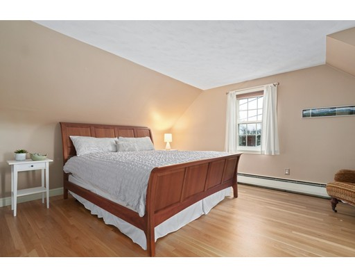 Picture 11 of 184 Dodge St  Beverly Ma 2 Bedroom Single Family
