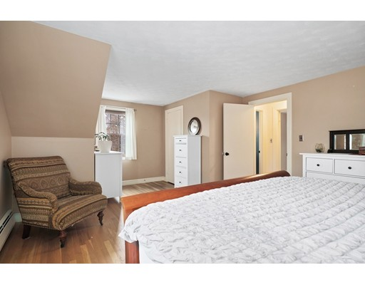 Picture 13 of 184 Dodge St  Beverly Ma 2 Bedroom Single Family