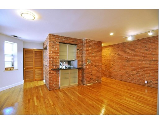Picture 2 of 95 Gainsborough St Unit 408 Boston Ma 2 Bedroom Condo