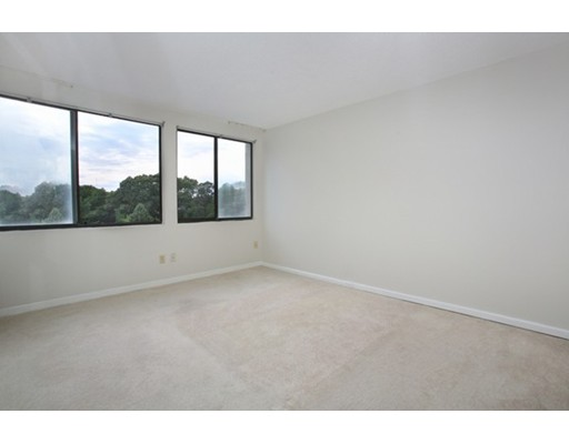 Picture 4 of 250 Hammond Pond Pkwy Unit 609n Newton Ma 2 Bedroom Condo