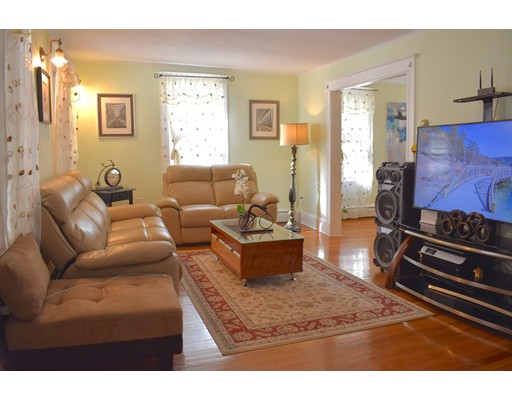 Picture 4 of 70 Carlisle St  Quincy Ma 3 Bedroom Single Family