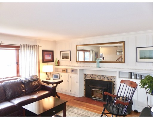 Picture 4 of 125 Bunker Hill Ln  Quincy Ma 3 Bedroom Single Family