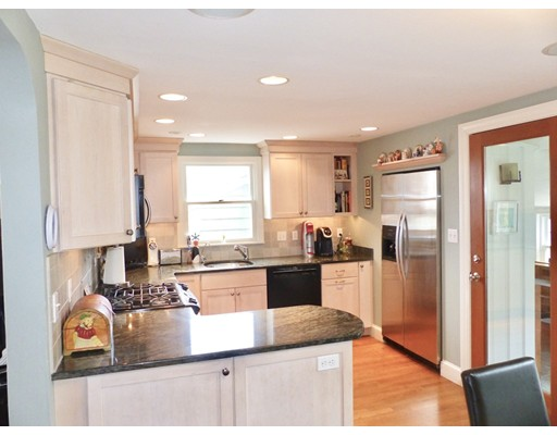 Picture 5 of 125 Bunker Hill Ln  Quincy Ma 3 Bedroom Single Family