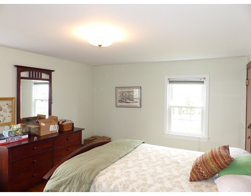 Picture 8 of 125 Bunker Hill Ln  Quincy Ma 3 Bedroom Single Family