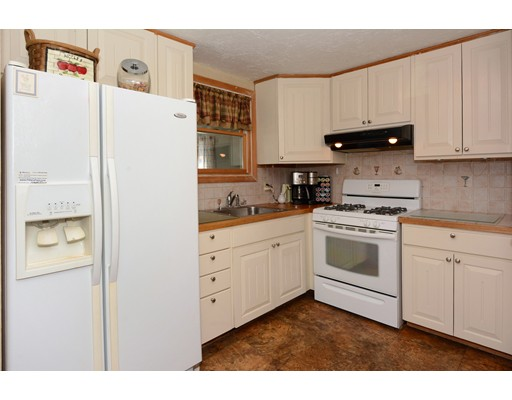 Picture 8 of 10 Amburg St  Georgetown Ma 3 Bedroom Single Family