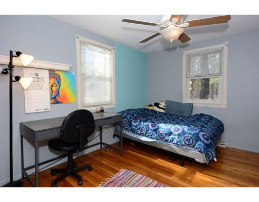Picture 11 of 10 Amburg St  Georgetown Ma 3 Bedroom Single Family