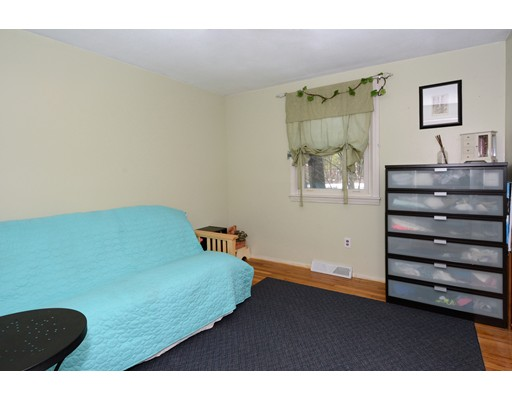 Picture 13 of 10 Amburg St  Georgetown Ma 3 Bedroom Single Family