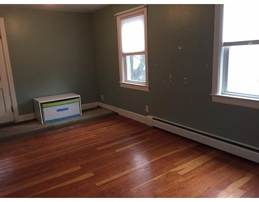 Picture 4 of 43 Lincoln St  Methuen Ma 4 Bedroom Single Family