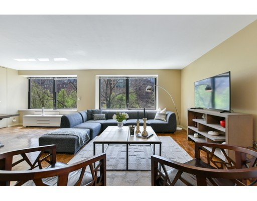 Click for 65 East India Row #2-B slideshow