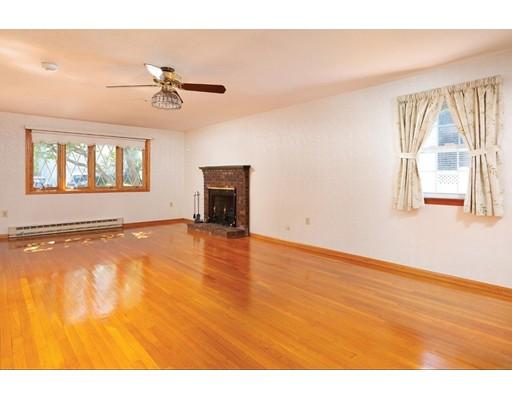 Picture 7 of 114 Huntington Rd  Milton Ma 4 Bedroom Single Family