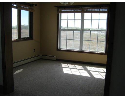 Picture 6 of 65 North End Blvd  Salisbury Ma 1 Bedroom Single Family