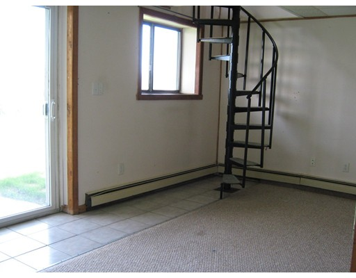 Picture 10 of 65 North End Blvd  Salisbury Ma 1 Bedroom Single Family