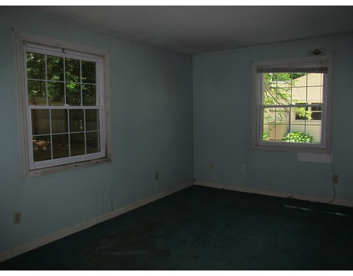Picture 7 of 10 Algonquin Rd  Chelmsford Ma 5 Bedroom Single Family
