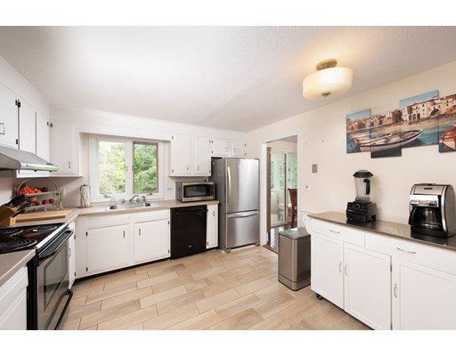 Picture 6 of 14 Manchester Pl  Natick Ma 3 Bedroom Single Family