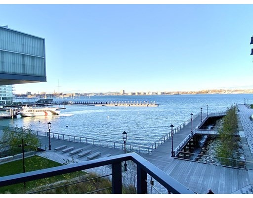 Click for 300 Pier 4 Blvd #3R slideshow