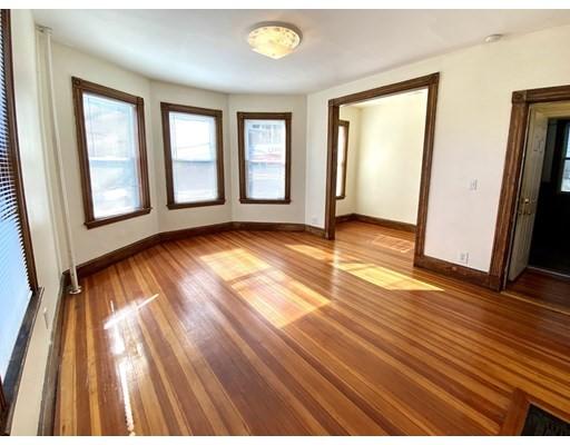 33 Calumet Street, Boston, Massachusetts, MA 02120, 3 Bedrooms Bedrooms, 5 Rooms Rooms,Rental,For Rent,4857603