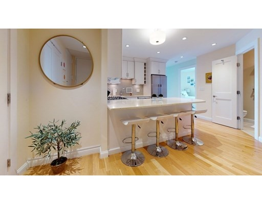 Click for 85 East India Row #25C slideshow