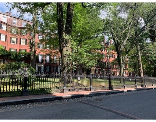 Click for 16 Louisburg Square #A slideshow