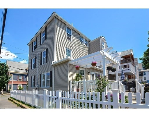 32 Arthur St, Beverly, Massachusetts, MA 01915, 2 Bedrooms Bedrooms, 5 Rooms Rooms,Condos,For Sale,4912968