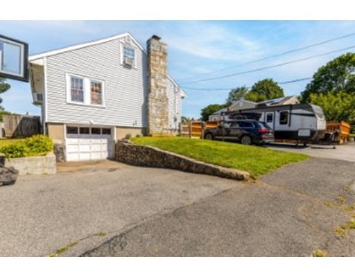 17 Lynnmere Ave, Lynn, Massachusetts, MA 01904, 4 Bedrooms Bedrooms, 7 Rooms Rooms,1 BathroomBathrooms,Single Family,For Sale,4924561