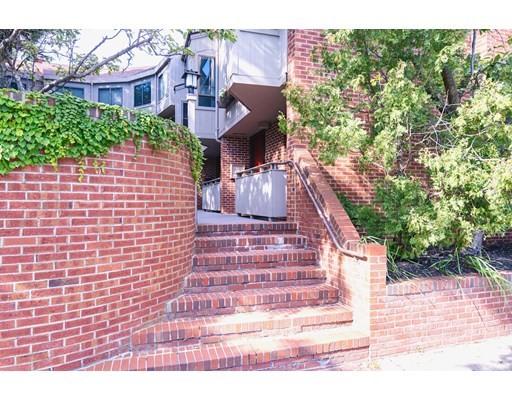 Click for 581 Mount Auburn Street #1, Cambridge, MA slideshow