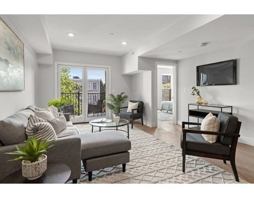 321-325 West Broadway, Boston, Massachusetts, MA 02127, 3 Bedrooms Bedrooms, 7 Rooms Rooms,Condos,For Sale,4948771