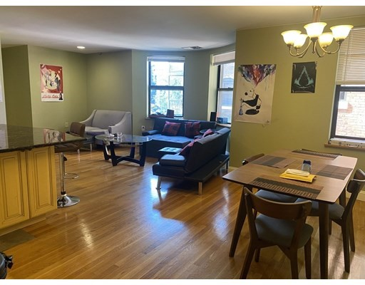 90 Gainsborough St, Boston, Massachusetts, MA 02115, 2 Bedrooms Bedrooms, 4 Rooms Rooms,Condos,For Sale,4949159