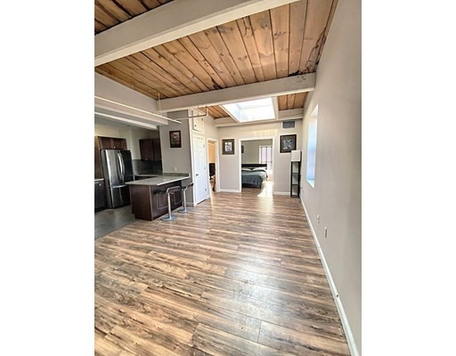 172 Middle St, Lowell, Massachusetts, MA 01852, 2 Bedrooms Bedrooms, 4 Rooms Rooms,Condos,For Sale,4949173