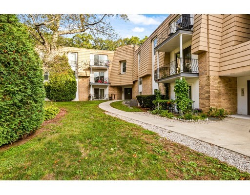 5 Shadowbrook Ln, Milford, Massachusetts, MA 01757, 2 Bedrooms Bedrooms, 5 Rooms Rooms,Condos,For Sale,4950341