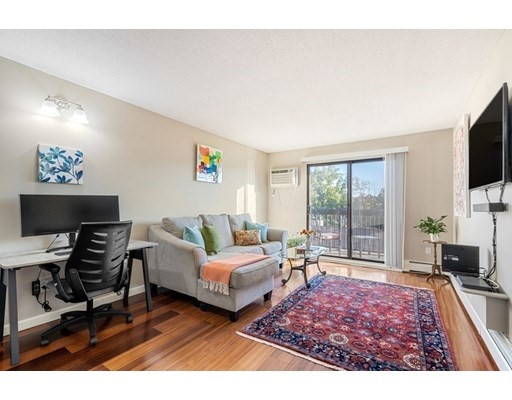 10 Williams Street, Watertown, Massachusetts, MA 02472, 1 Bedroom Bedrooms, 3 Rooms Rooms,Condos,For Sale,4950694