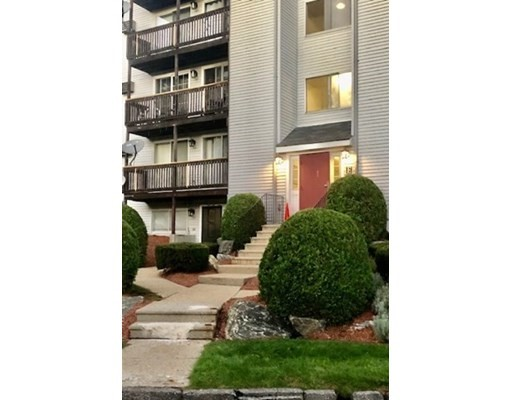 11 Gibbs St, Worcester, Massachusetts, MA 01607, 2 Bedrooms Bedrooms, 4 Rooms Rooms,Condos,For Sale,4951246