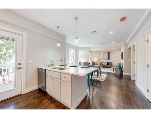 10 Wigglesworth Street, Somerville, Massachusetts, MA 02145, 2 Bedrooms Bedrooms, 5 Rooms Rooms,Condos,For Sale,4951488