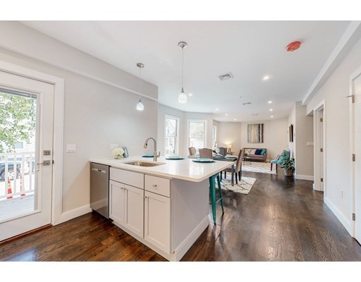 10 Wigglesworth Street, Somerville, Massachusetts, MA 02145, 2 Bedrooms Bedrooms, 5 Rooms Rooms,Condos,For Sale,4951490
