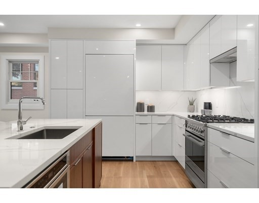 38 Englewood Ave., Boston, Massachusetts, MA 02135, 3 Bedrooms Bedrooms, 7 Rooms Rooms,Condos,For Sale,4951896